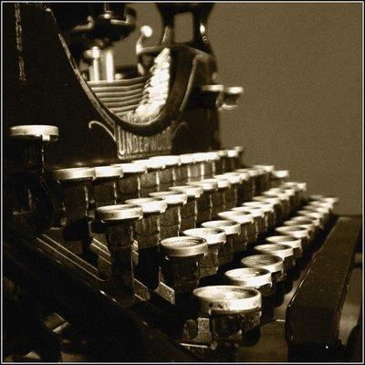 Rsz antique typewriter.jpg?ixlib=rails 1.1