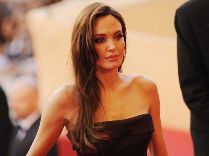 Angelina jolie reveals she had a preventative double mastectomy.jpg?ixlib=rails 2.1