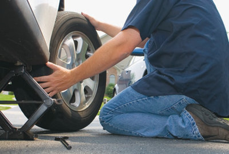 Rsz how to change a tire correctly.jpg?ixlib=rails 2.1