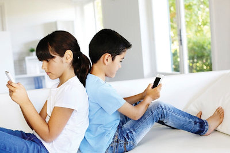 Rsz as 09 13 istock 21592797 texting kids 1000x800.jpg?ixlib=rails 2.1