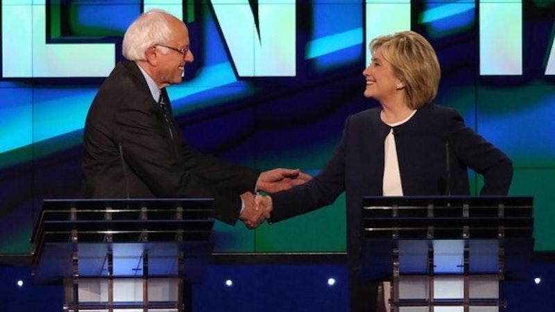 Hillary clinton bedankt sich bei bernie sanders der einen schlussstrich unter der email affaere forderte .jpg?ixlib=rails 2.1