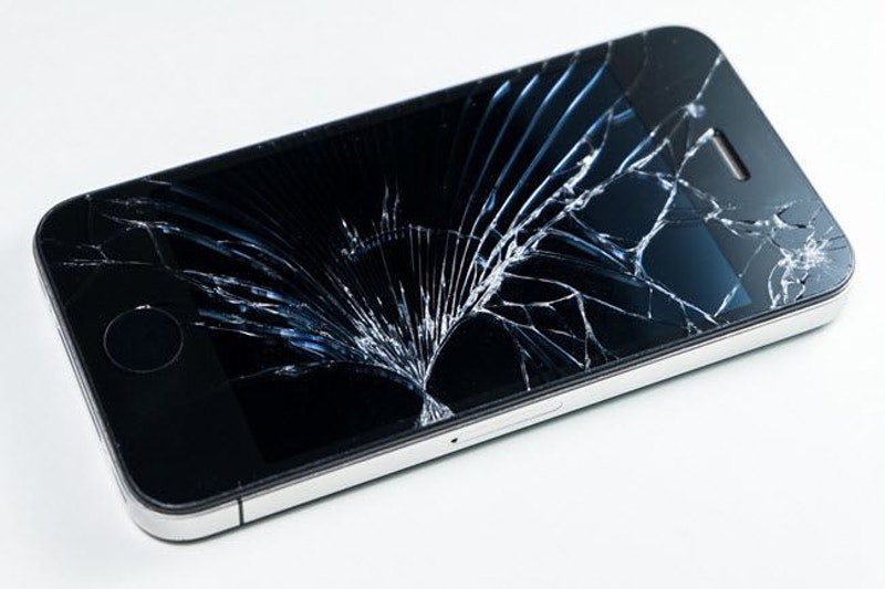 Iphone cracked.jpg?ixlib=rails 2.1
