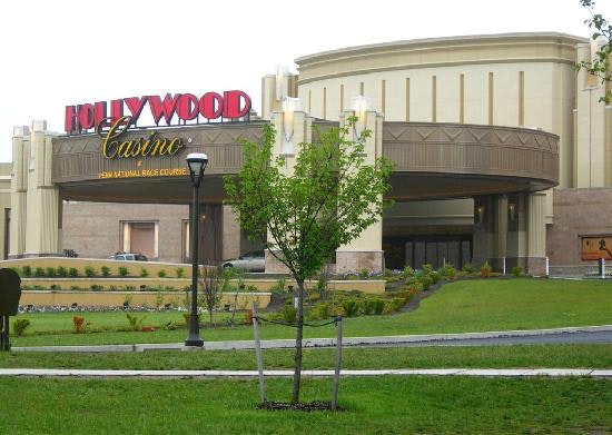 Hollywood casino pa restaurants summary casino royale novel